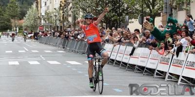 Super Colpack alla Vuelta al Bidasoa: vittoria di Oliviero Troia.Umberto Orsini nuova maglia gialla