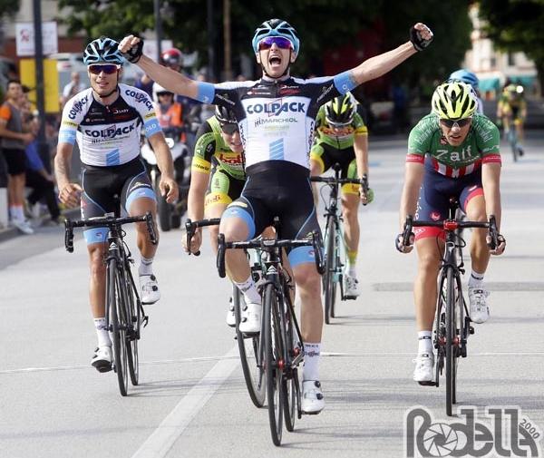 Tappa e maglia di leader per Francesco Romano alla Vuelta a Navarra